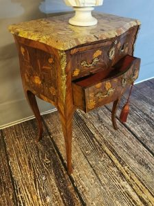 mahogany_decorative_bedside_locker