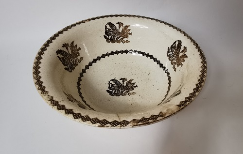 Spongeware bowl with peacock decoration.